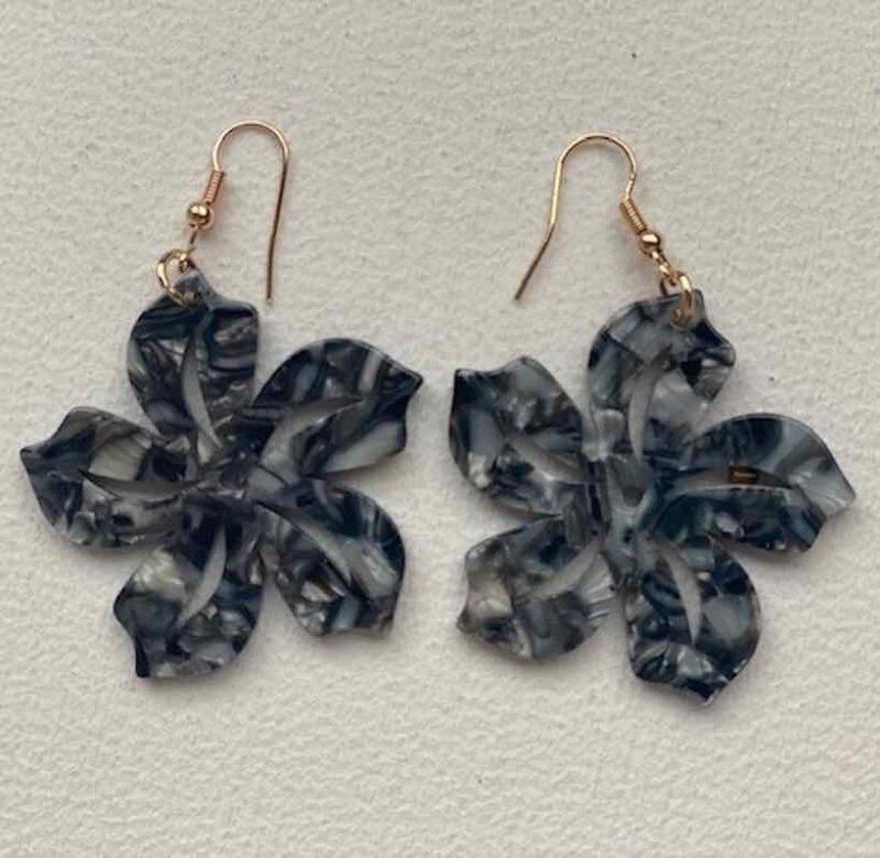 Pendientes Hawainos Plumeria color Marmol